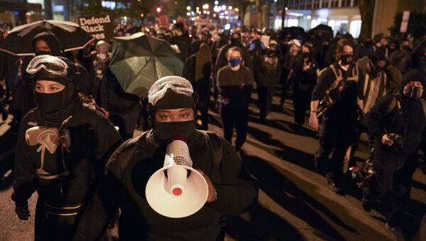 Демонстранти иду ка Белој кући - Sputnik Србија