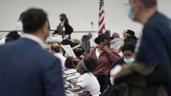 Бројање гласова после затварања биралишта у САД - Sputnik Србија
