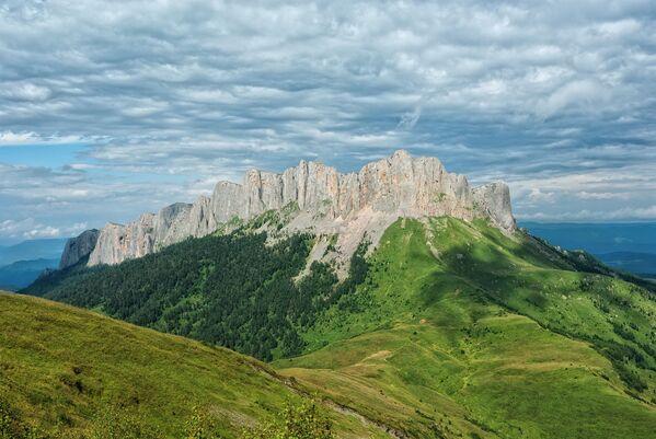 Планина Тхач у републици Адигеја - Sputnik Србија