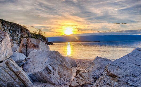 Залазак сунца на острву Ољхон, Иркутска област - Sputnik Србија