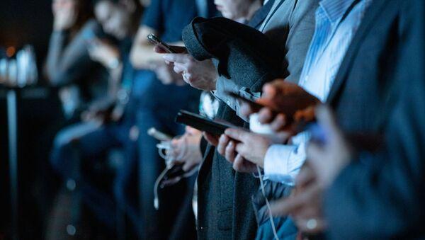 Праћење садржаја на паметним телефонима - Sputnik Србија