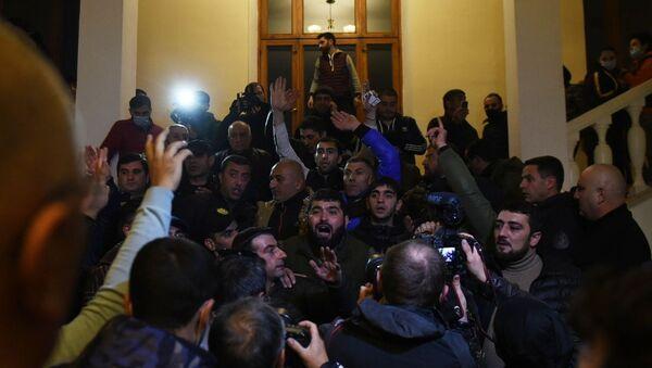 Okupljanje učesnika protesta ispred zgrade parlamenta u Jerevanu - Sputnik Srbija