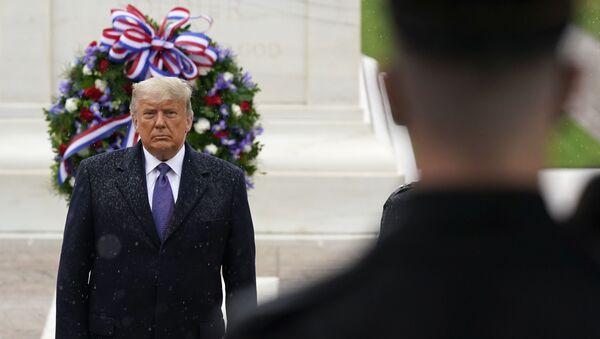 Доналд Трамп одаје почаст ратним ветеранима на гробљу Арлингтон - Sputnik Србија