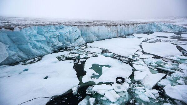 Ледник на острву Чампа у архипелагу Земља Фрање Јосифа - Sputnik Србија