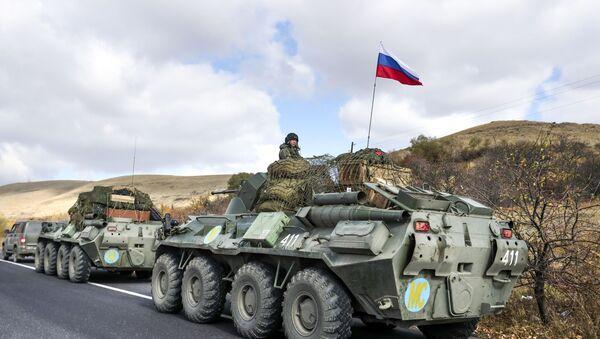 Vozila ruskih mirovnih snaga na putu ka Nagorno-Karabahu - Sputnik Srbija