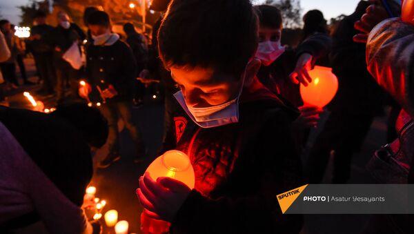Jermeni pale sveće u znak sećanja na poginule u Nagorno-Karabahu - Sputnik Srbija
