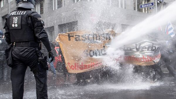 Протест у Франкфурту против мера карантина - Sputnik Србија