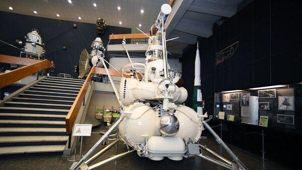 Совјетска аутоматизована станица Луна 16 у музеју. - Sputnik Србија