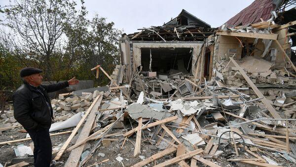 Kuća srušena u granatiranju sela Dujarli u Terterskom rejonu u Azerbejdžanu - Sputnik Srbija