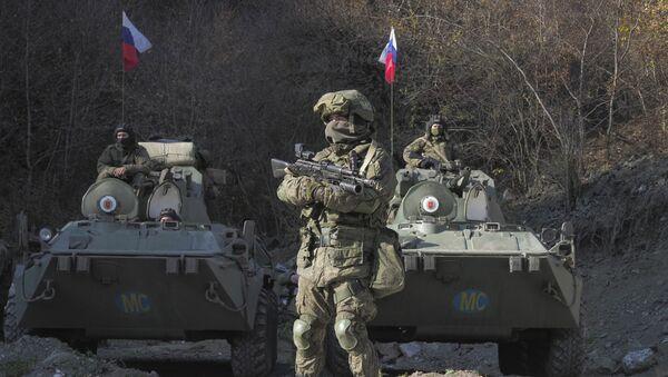 Pripadnici ruskih mirovnih snaga na kontrolnom punktu u Nagorno-Karabahu - Sputnik Srbija