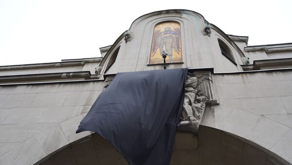 Истакнута црна застава на Патријаршији - Sputnik Србија