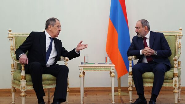 На састанку Лаврова и Пашињана само јерменска застава, МИП објашњава зашто - Sputnik Србија