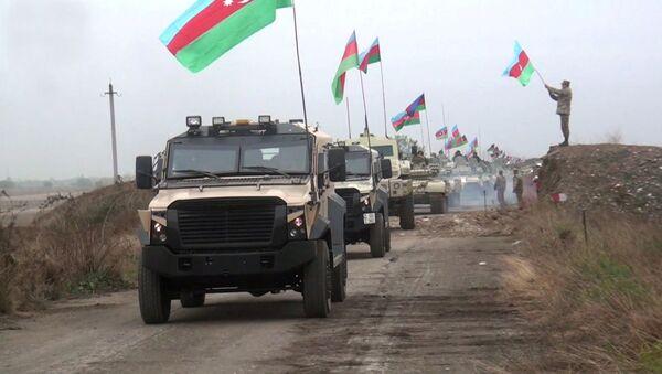 Возила азербејџанске војске у Агдамској регији Нагорно-Карабаха - Sputnik Србија