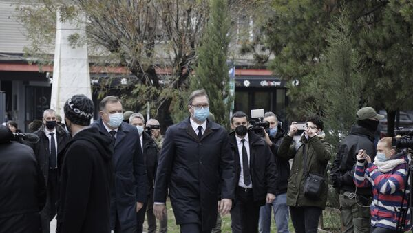 Milorad Dodik i Aleksandar Vučić dolaze na sahranu patrijarha Irineja. - Sputnik Srbija