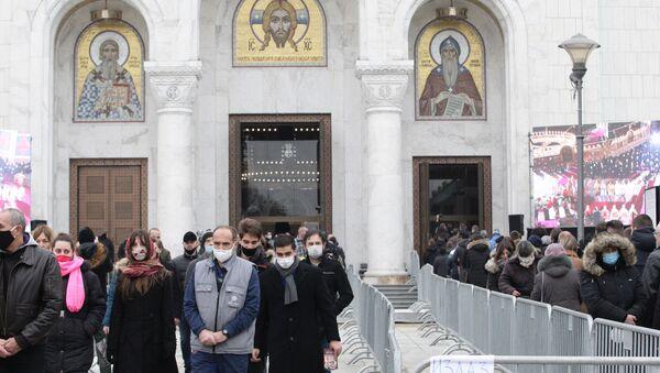 Vernici ispred Hrama Svetog Save - Sputnik Srbija