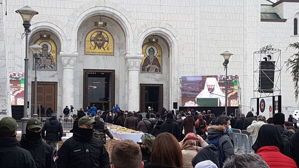 Građani slušaju čitanje pisma ruskog patrijarha - Sputnik Srbija