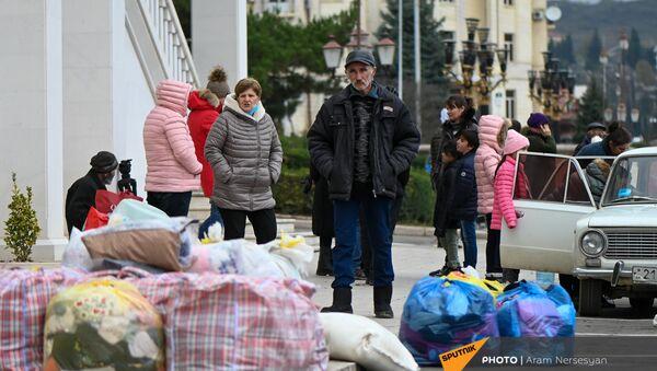 Karabaške izbeglice vraćaju se iz Jermenije u Stepanakert - Sputnik Srbija