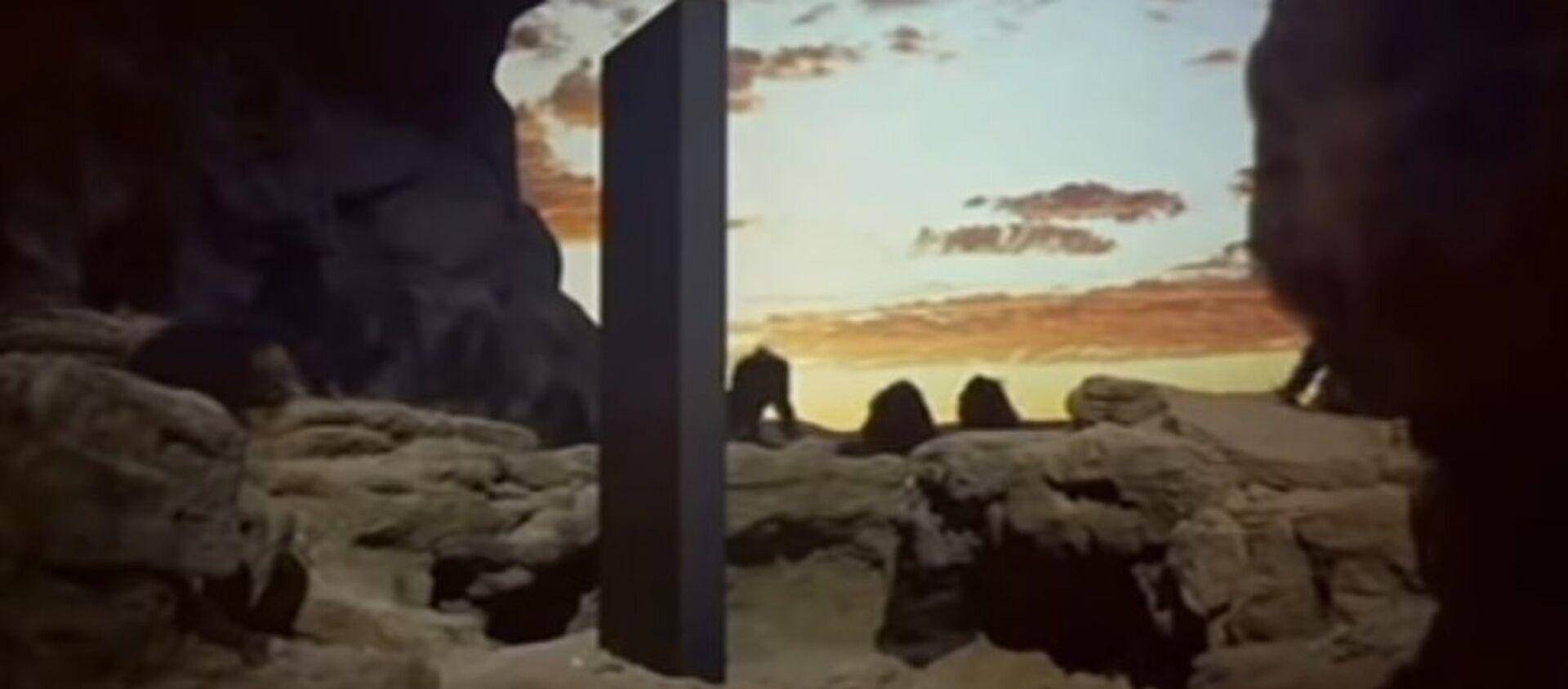 Scena iz filma Odiseja u svemiru 2001 Stenlija Kjubrika u kojoj se pojavljuje monolit - Sputnik Srbija, 1920, 23.11.2020