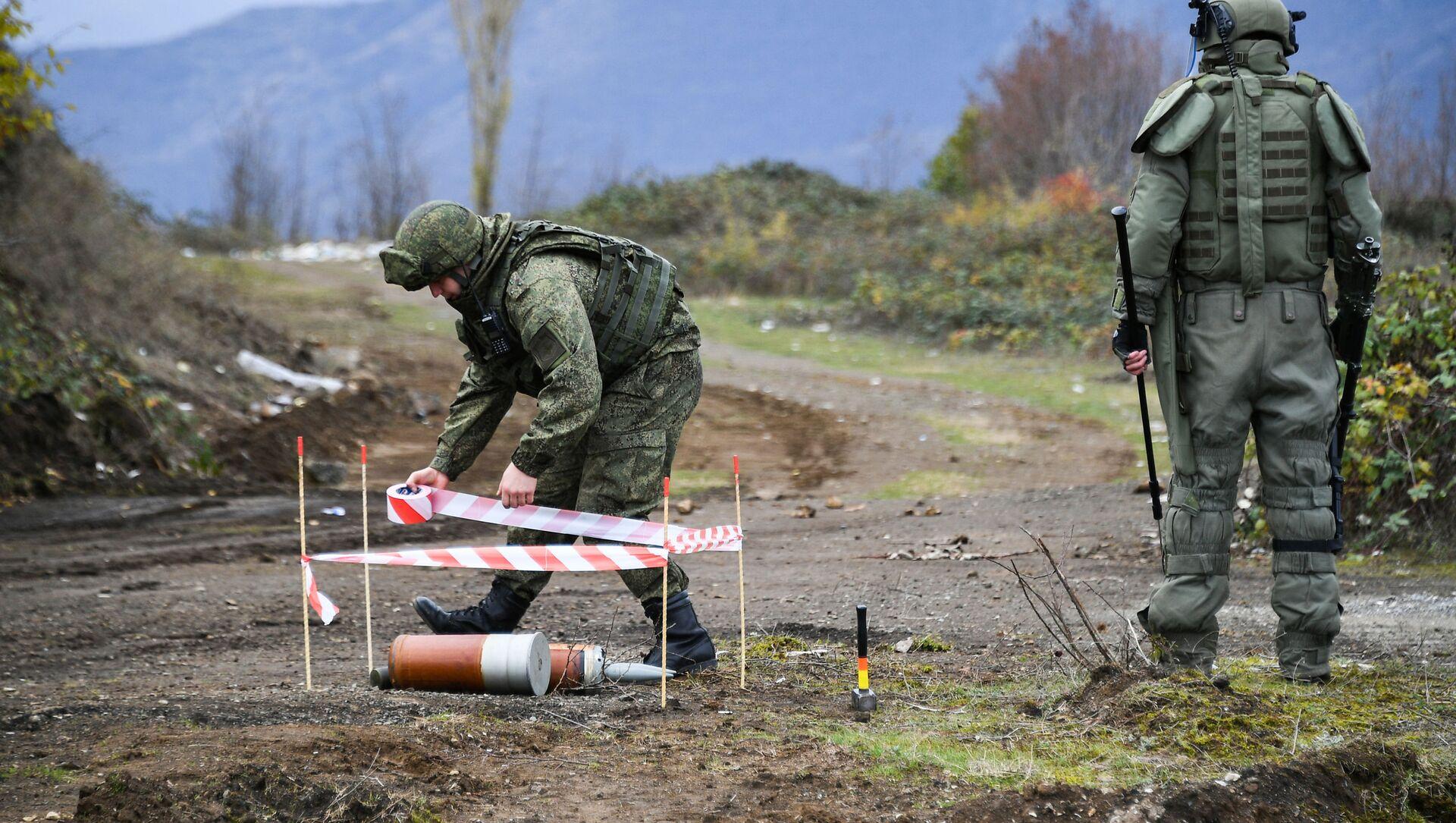 Ruski demineri tokom čišćenja terena od neeksplodiranih mina u Nagorno-Karabahu - Sputnik Srbija, 1920, 03.05.2021