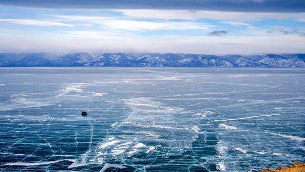 Залеђено Бајкалско језеро - Sputnik Србија