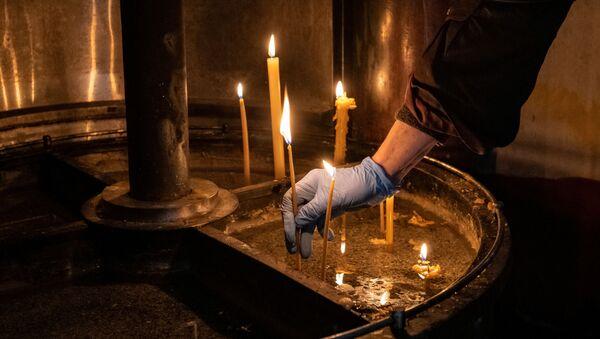 Paljenje sveća u Hramu svetog Save - Sputnik Srbija