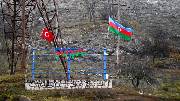 Заставе Азербејџана и Турске поред пута у Лачинском коридору у Нагорно-Карабаху - Sputnik Србија