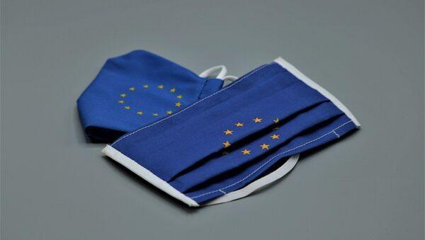 Маске са звездицама које симболишу Европску унију - Sputnik Србија