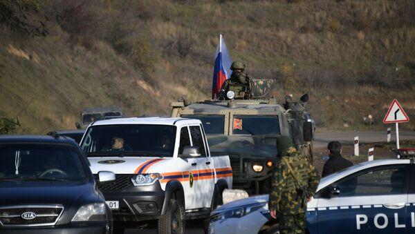 Припадници руских мировних снага током патроле у Нагорно-Карабаху - Sputnik Србија