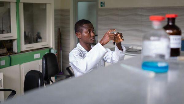 Испитивање лековитог биља против вируса корона, Африка  - Sputnik Србија