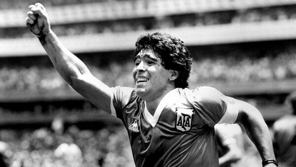 Аргентинска звезда Дијего Марадона након што је постигао свој победоносни гол против Енглеске у  полуфиналу Светског купа у Мексику, 22. јуна 1986. - Sputnik Србија