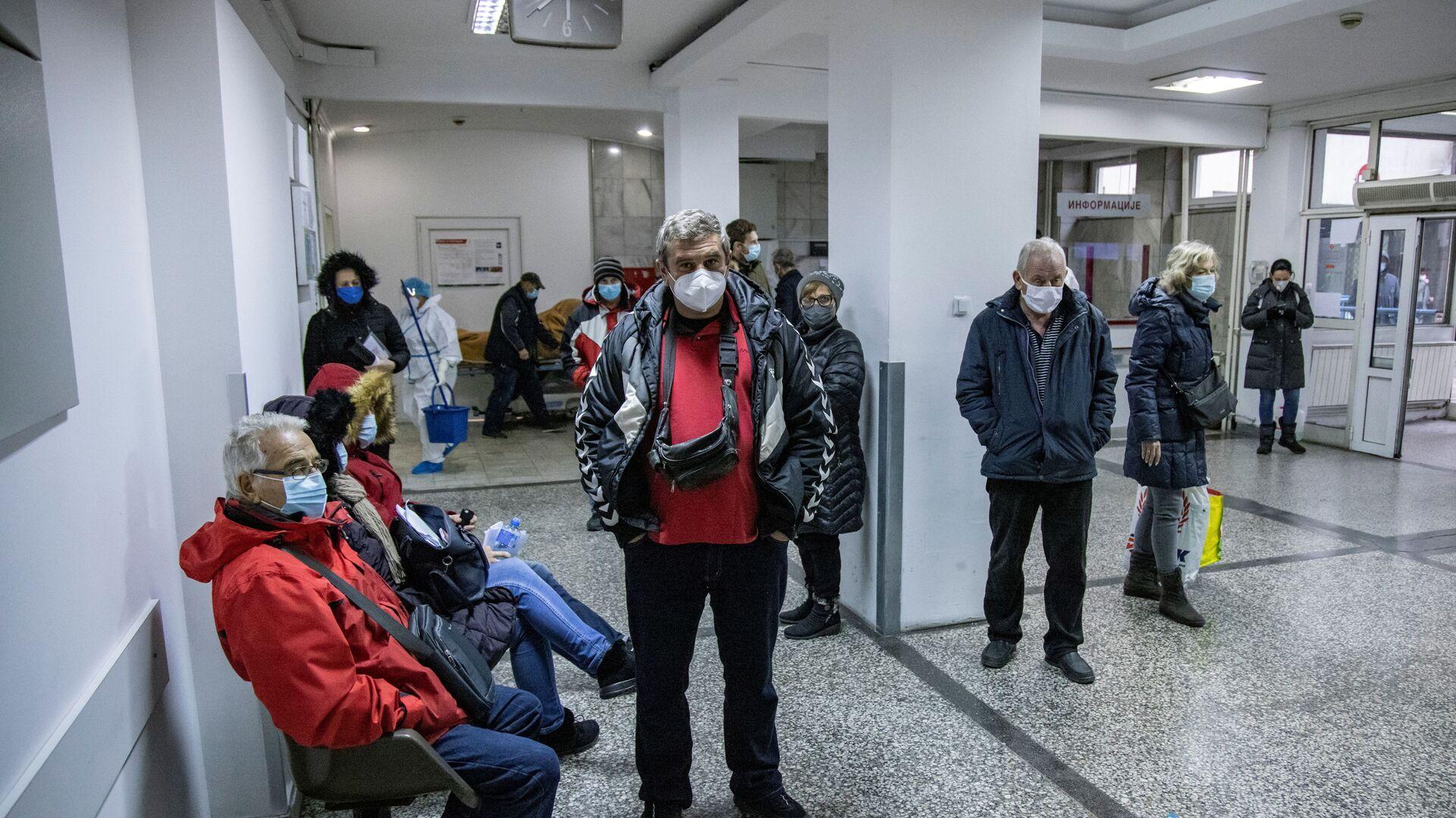 Ljudi čekaju testiranje na virus korona u Kliničko-bolničkom centru Zemun u Beogradu, Srbija, 26. novembra 2020.  - Sputnik Srbija, 1920, 13.10.2021
