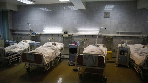 Bolnička soba na odeljenju obolelih od virusa korona u Kliničko-bolničkom centru Zemun u Beogradu, Srbija, 26. novembra 2020. - Sputnik Srbija