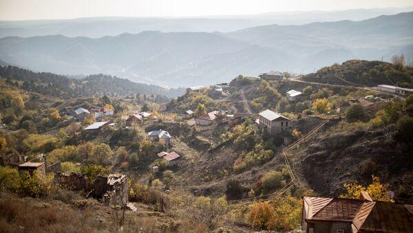 Pogled na grad Lačin (Berdzor) u Nagorno-Karabahu - Sputnik Srbija