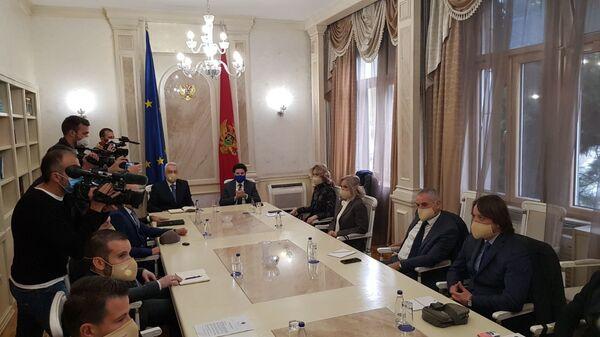Кривокапић са члановима свог кабинета у Белом салону Скупштине Црне Горе - Sputnik Србија