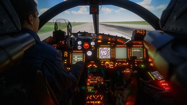 Симулатор лета ловца-бомбардера Су-34 - Sputnik Србија