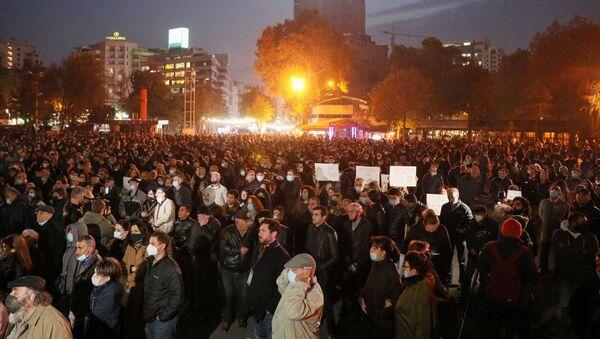 Pristalice opozicije na protestu u centru Jerevana protiv jermenskog premijera Nikola Pašinjana - Sputnik Srbija