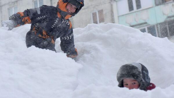 Norilsk: Deca se igraju u snegu - Sputnik Srbija