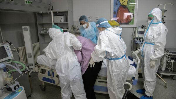 Pacijenti u kovid bolnici u Kliničko bolničkom centru Zemunu - Sputnik Srbija