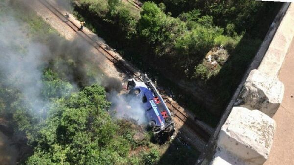 Nesreća u Brazilu, autobus sleteo sa nadvožnjaka - Sputnik Srbija