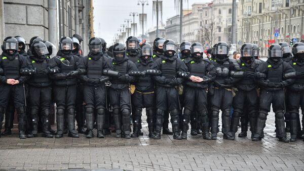 Pripadnici beloruske policije na protestu opozicije u Minsku - Sputnik Srbija