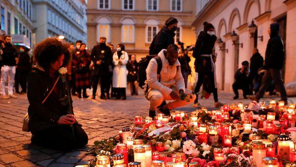 Грађани пале свеће на месту напада у Бечу - Sputnik Србија