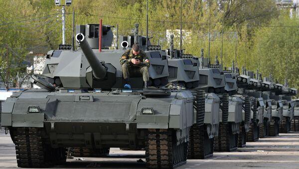 Колона тенкова Т-14 Армата пред пробу за Параду победе у Москви - Sputnik Србија