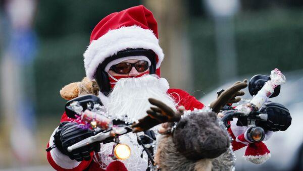 Deda Mraz na motoru - Sputnik Srbija