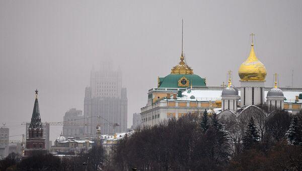 Поглед на Велику кремаљску палату и Сабор Светог архангела Михаила у Кремљу - Sputnik Србија