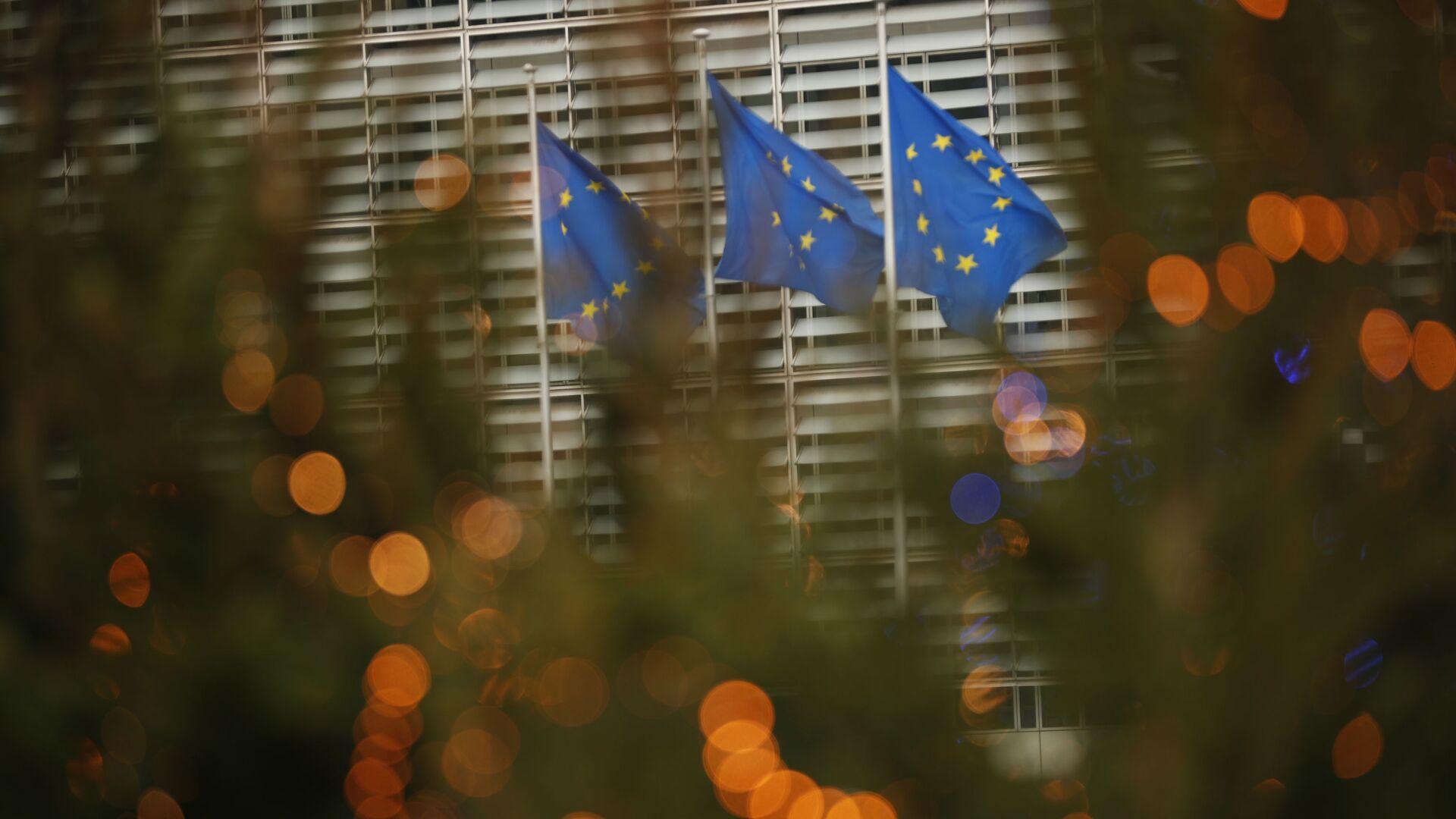Заставе Европске уније испред седишта ЕУ у Бриселу - Sputnik Србија, 1920, 02.10.2021