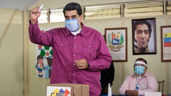 Президент Венесуэлы Николас Мадуро во время голосования на выборах в Нацассамблею в Венесуэле - Sputnik Србија