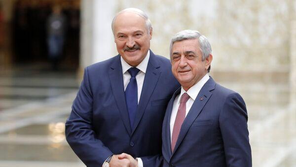 Predsednik Belorusije Aleksandar Lukašenko i predsednik Jermenije Serž Sargsjan 2017. godine - Sputnik Srbija