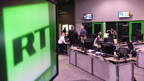 Запослени у офису канала РТ у Москви - Sputnik Србија