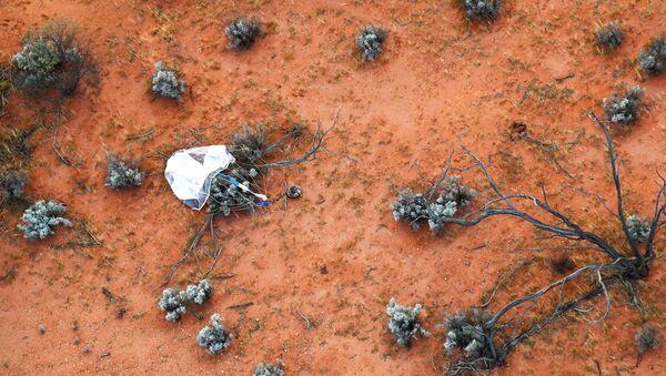 Kapsula koja je sletela sa uzorcima prikupljenima svemirskom sondom Hajabusa 2 na asteroidu Rjugu - Sputnik Srbija