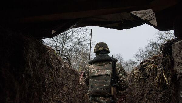 Припадник Армије одбране Карабаха на контакт линији у Нагорно-Карабаху - Sputnik Србија